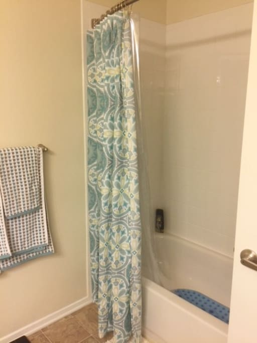 Your Private Bathroom with Tub: Shampoo and clean towels, will be provided.