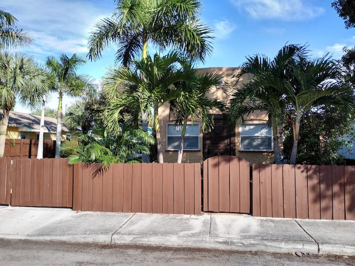 Spanish style cottage near the beach