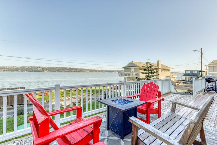 Dog-friendly home w/ great deck, ocean view & private firepit on beachfront lawn