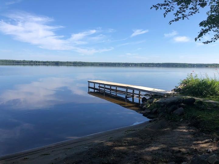 """Oakdale Point"" Ottawa River Cottage"