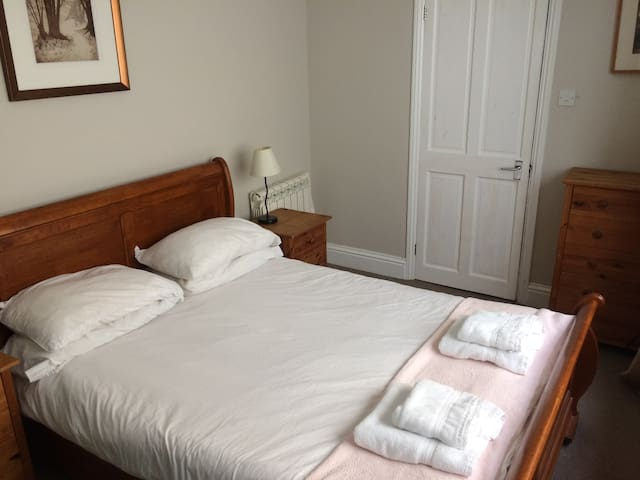 The bedroom is comfortable and cosy with an attractive sleigh bed and ensuite bathroom.