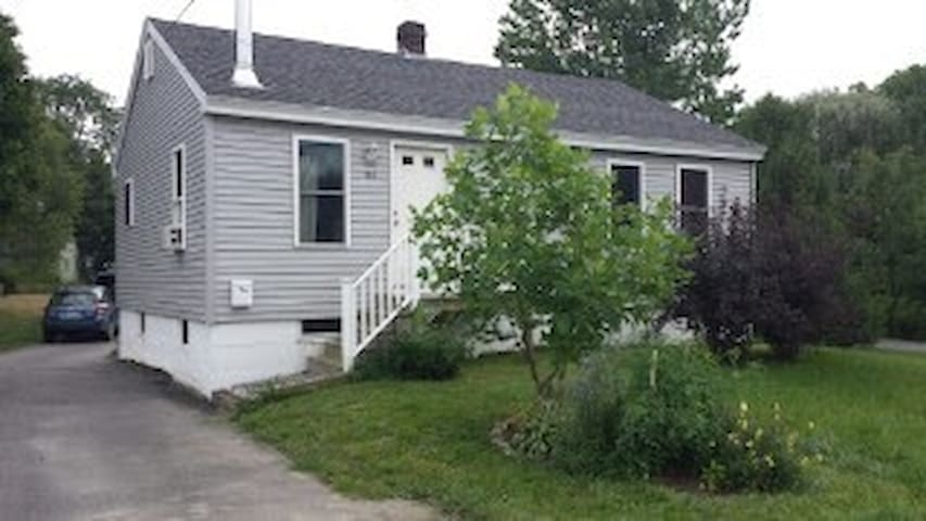 Convienient & Charming Room in Saco - Saco