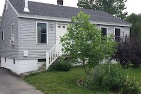Convienient & Charming Room in Saco - Saco - Dom