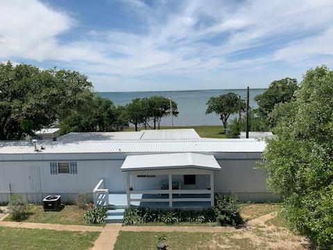 Lakefront Cozy Cottage