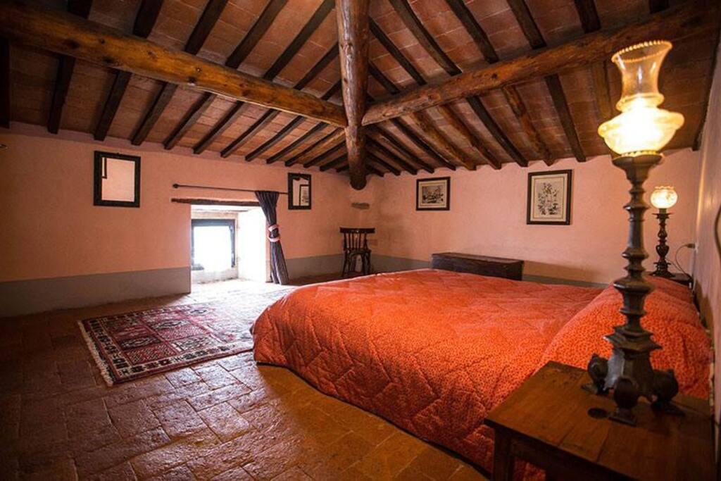 Seconda camera da letto matrimoniale con letto singolo aggiunto