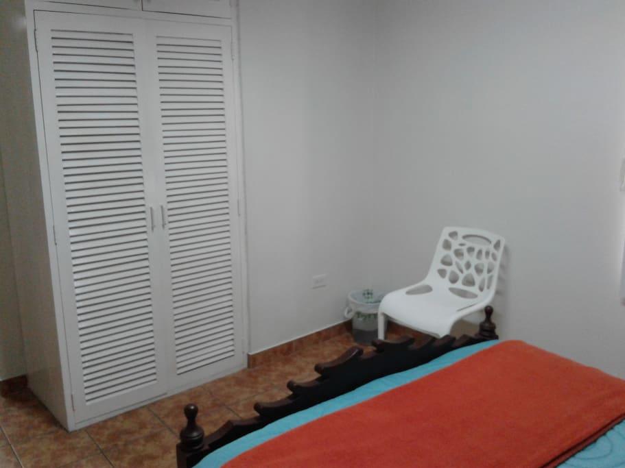 Closet empotrados e madera Habitación 2
