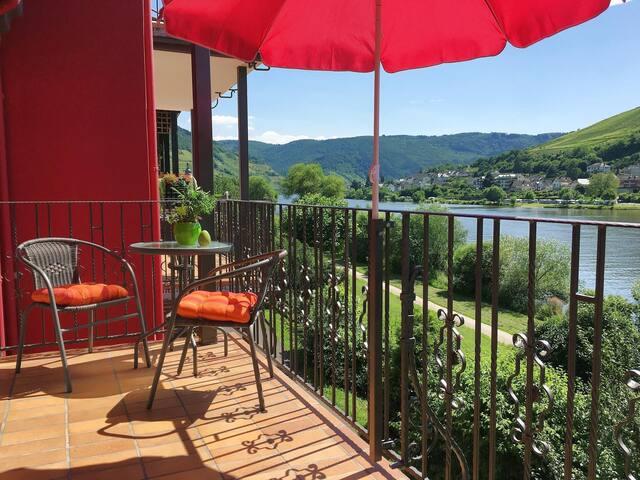 Ferienwohnung Kelten mit Balkon und Moselblick