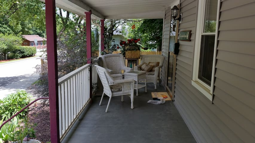 Front porch picture facing North