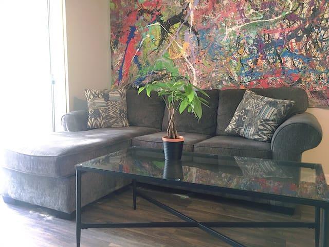 Abstract Art Vibe House
