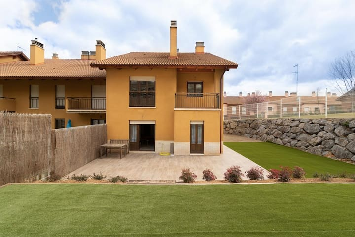 Precioso apartamento con gran jardín