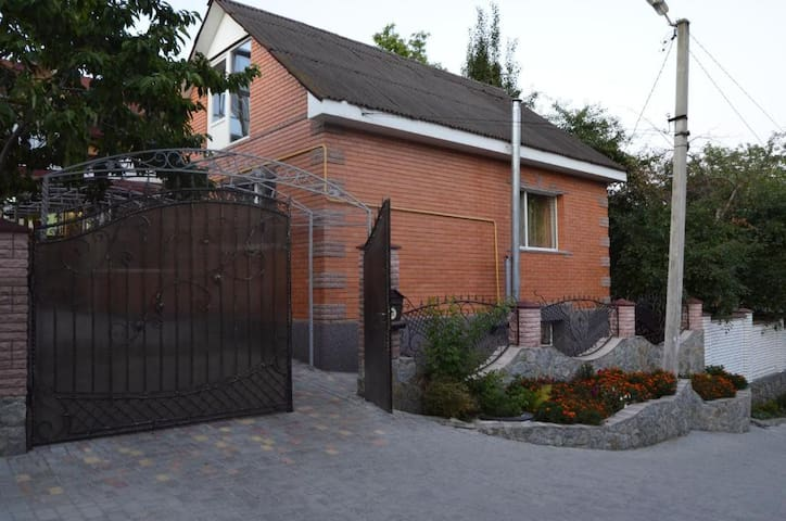 Cozy apartment near Sofievsky Park