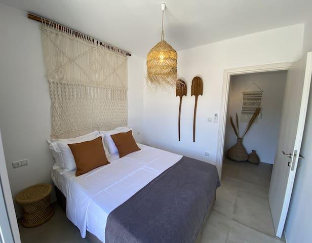 Villa Ypsilon Naxos guest room - handmade macrame - vintage Cycladian decoration