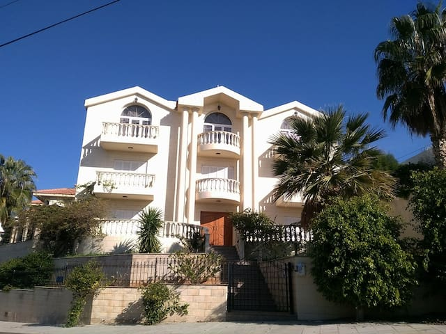 ** LUXURY 4-BED FURNISHED VILLA ** UP TO 12 PEOPLE
