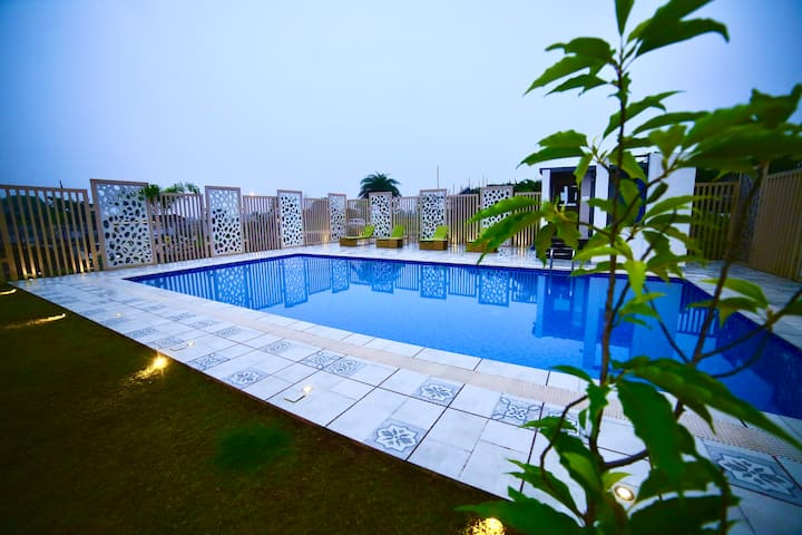 Cherry Woods 3BHK Duplex With a Pool - EKOSTAY