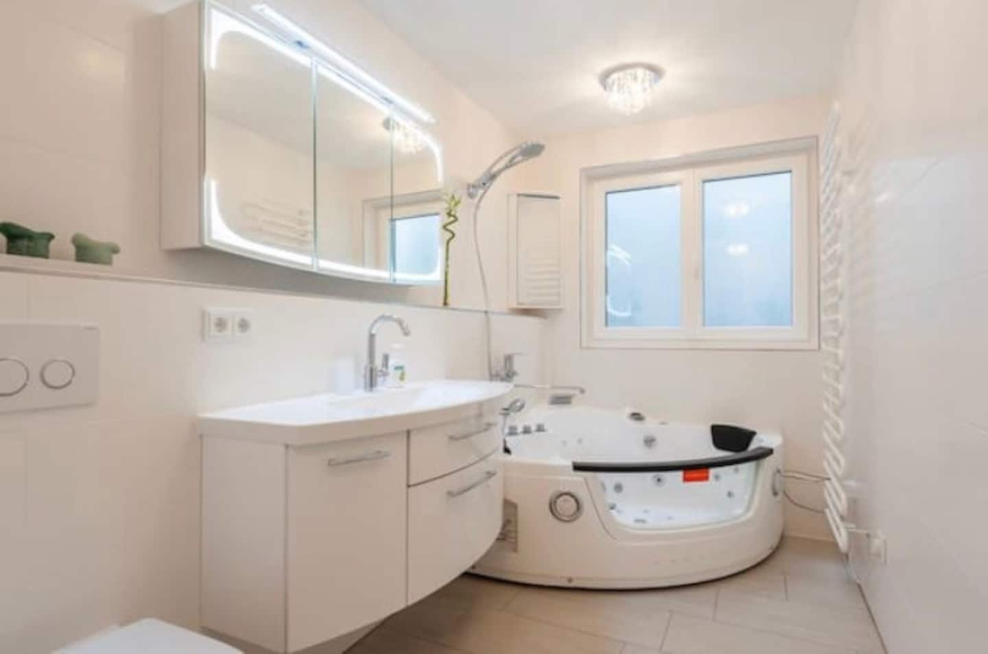 Munich Airbnb with Whirlpool