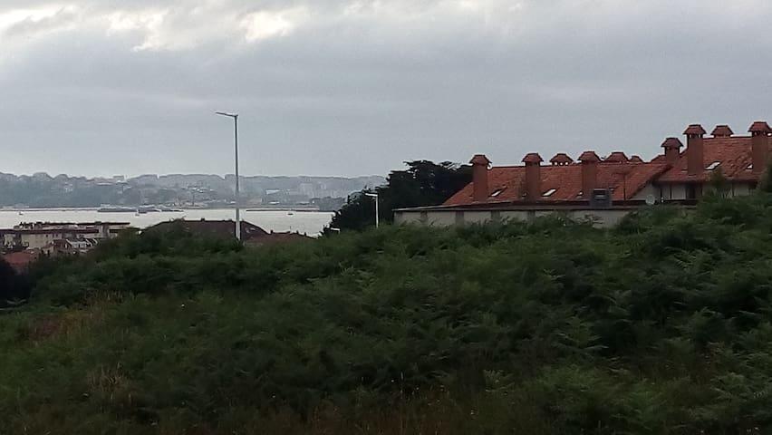 Casa con jardín en urb con piscina y a 5´ de playa - Somo - Townhouse