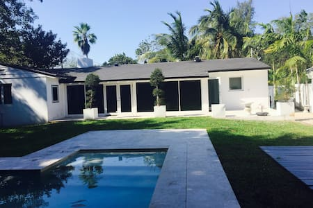 Cozy Boutique Space with Private Entrance - Biscayne Park - House