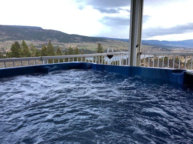 Beautiful 5 bed, 3 bath Lake View Home 13495