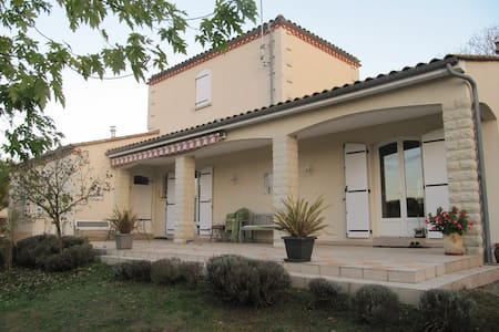 Chambre spacieuse dans maison entourée de son parc - Ganze Etage