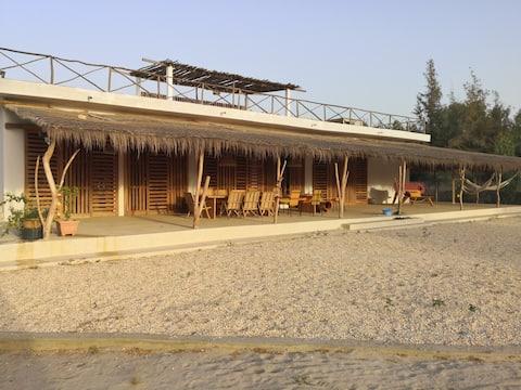 Grande maison en bordure de plage