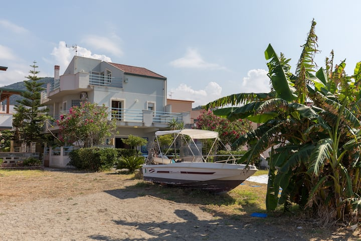 Amazing Beachfront Villa with Aeolian Islands View