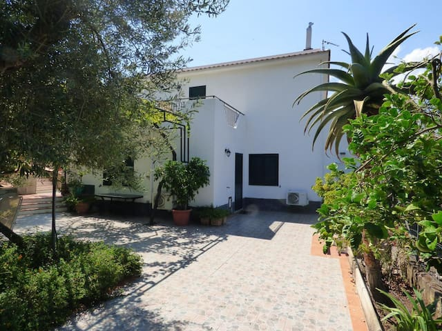 Villa Maria beautiful and quiet country house in front of the Aeolian Islands