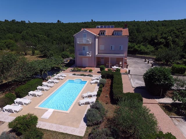 Studio Mare with swimming pool
