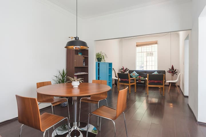 Sunny ArtDeco apartment in Condesa Park w/patio