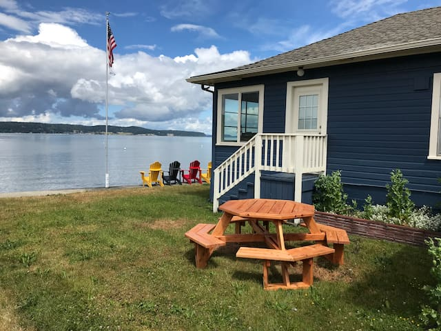 Comfortable Waterfront Home - Right on the Beach