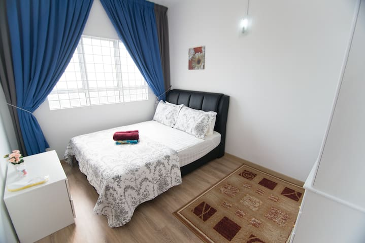 Second Room (Seaview)