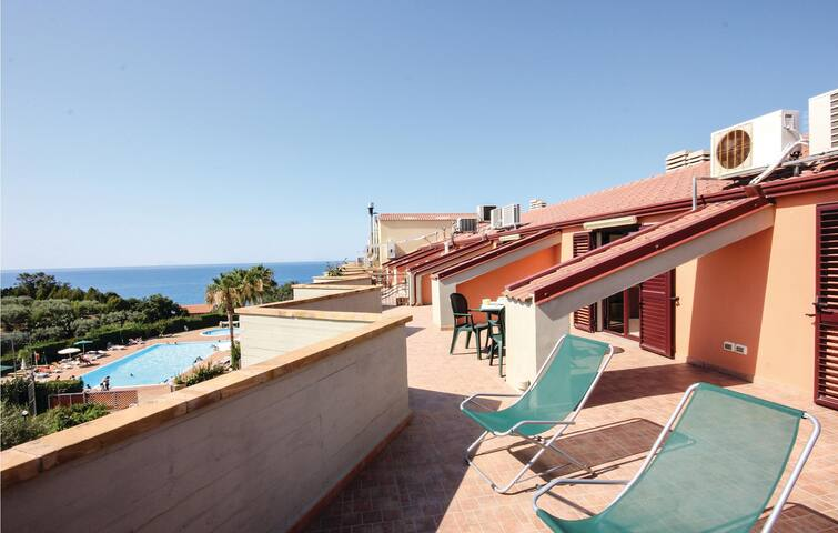 Holiday apartment with 1 bedroom on 50m² in Acquedolci (ME)