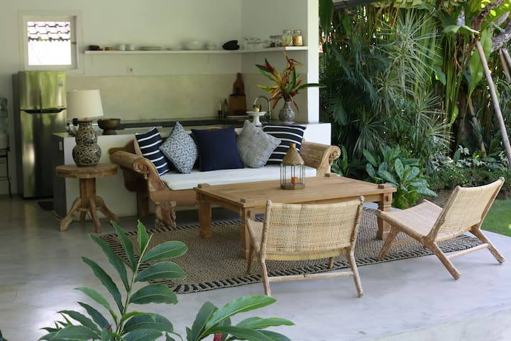 Tropical 2 bedroom villa in traditional Seseh