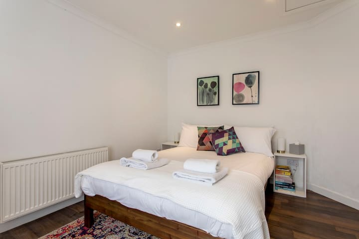 Wonderful Bright 1 Bed in Ranelagh!