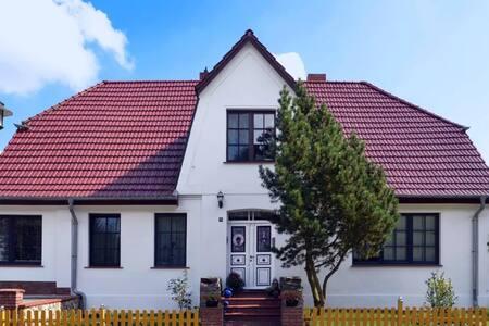 Liebevoll gestaltete Ferienwohnung - bis 20.05.17 - Neu Poserin - Apartment - 1