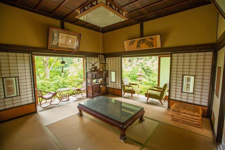 「藤や」縁側と蔵のある古民家(素泊まり)