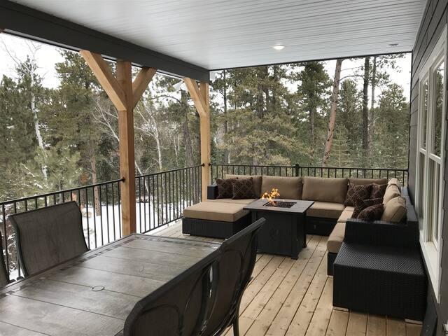 Gnarly Pine Cabin