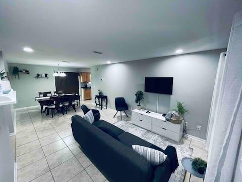 3) Stylish Duplex in Quiet Area w/Keyless Entry