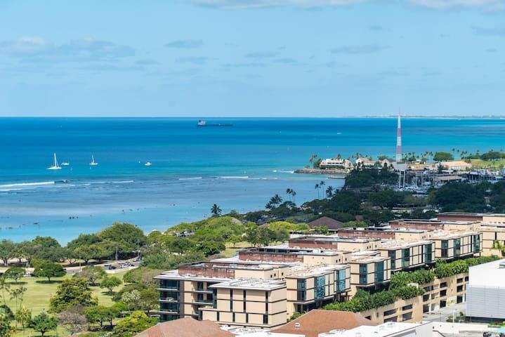 29th Floor Hotel Type Ocean View Ala Moana! (AH02)