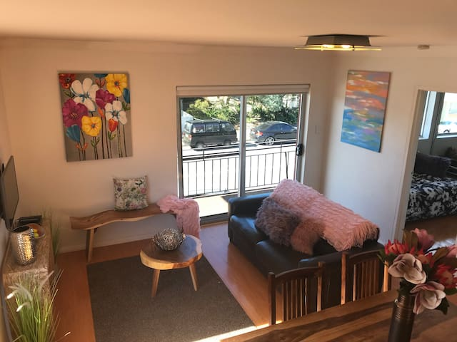 Bronte beach 2BD apartment in Sydney's Best Suburb