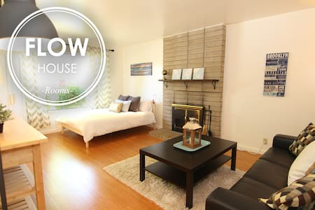 FLOW HOUSE ROOMS: Brooklyn Room - Sunnyvale - Hus