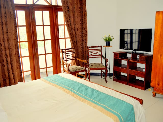 Home Stay Colombo - Spacious Bedroom - Sri Jayawardenepura Kotte - Talo
