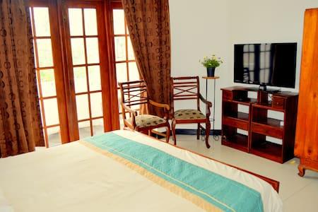 Home Stay Colombo - Spacious Bedroom - Sri Jayawardenepura Kotte - Huis