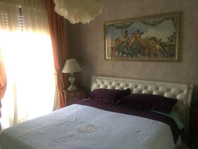 Nice single room & private bathroom in Milano