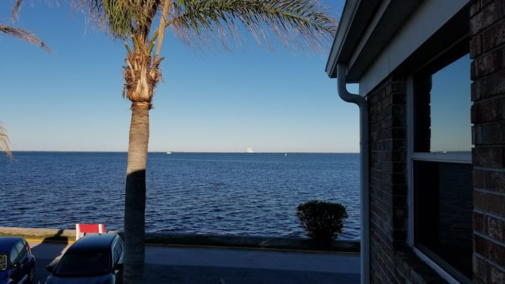 Direct waterfront, close to beach and NASA/SpaceX
