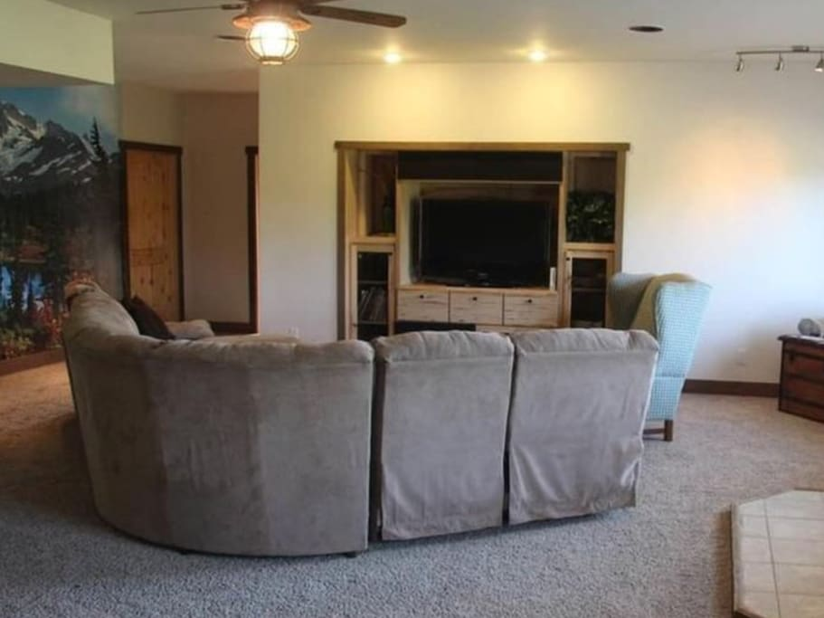Spacious living space with TV
