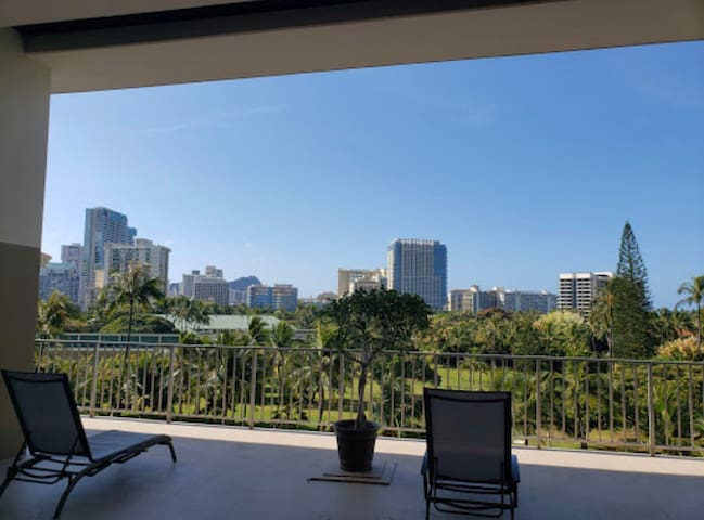 Studio Apartment 2 min walk to Waikiki beach.