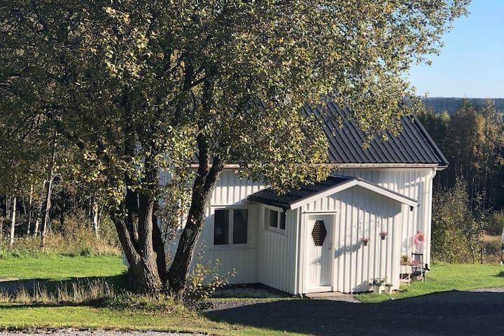 Idyllisk stuga nära sjö och Landvetter flygplats