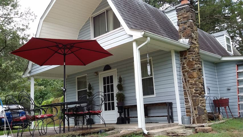 Secluded River Cottage with Private River Access - Tahlequah - Apartamento