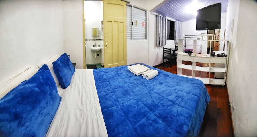 Large and quiet suite near Paulista Avenue