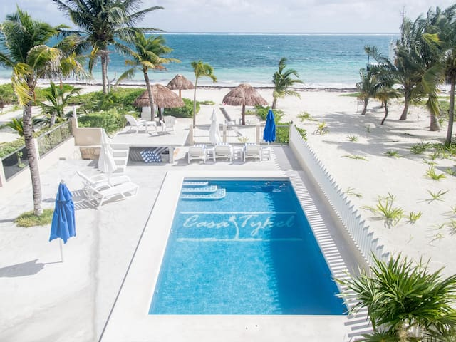BEACHFRONT!! Beautiful Pool and Private Beach!!
